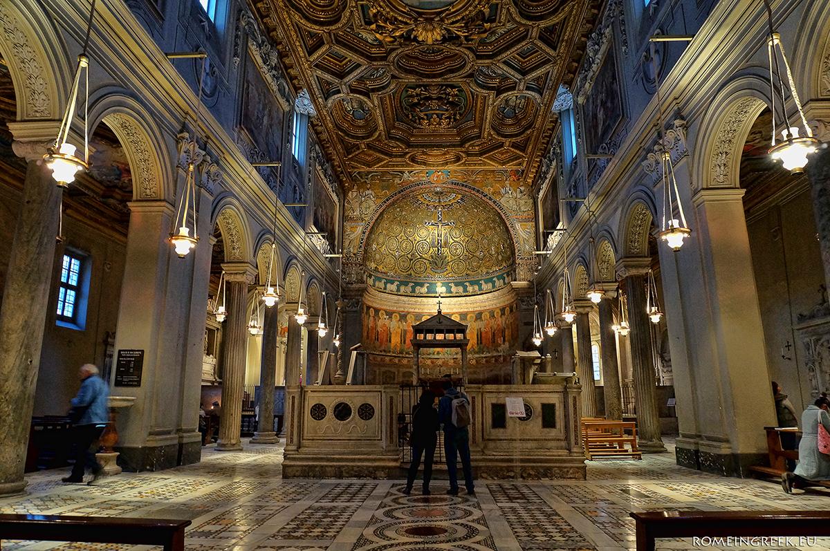 Το εσωτερικό με το ψηφιδωτό και την schola cantorum