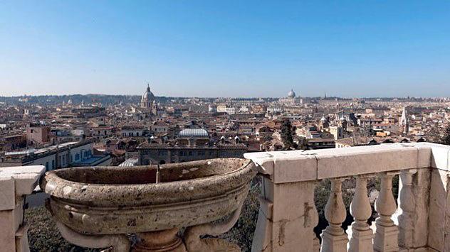 Το μπαλκόνι με την κρήνη και ίσως η ομορφότερη θέα της Ρώμης