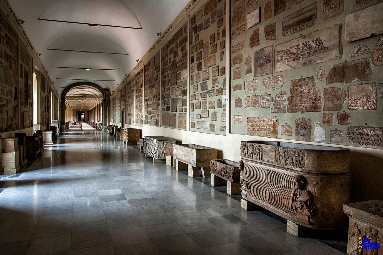 Διάδρομος των ταφικών επιγραφών. Περιέχει 3.000 επιγραφές, μνημεία, σαρκοφάγους κλπ. Ανοίγει μόνο με αίτηση.
