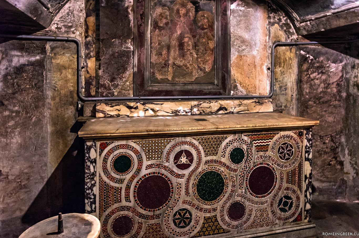 Βασιλική Αγίας Πραξίδης, κρύπτη