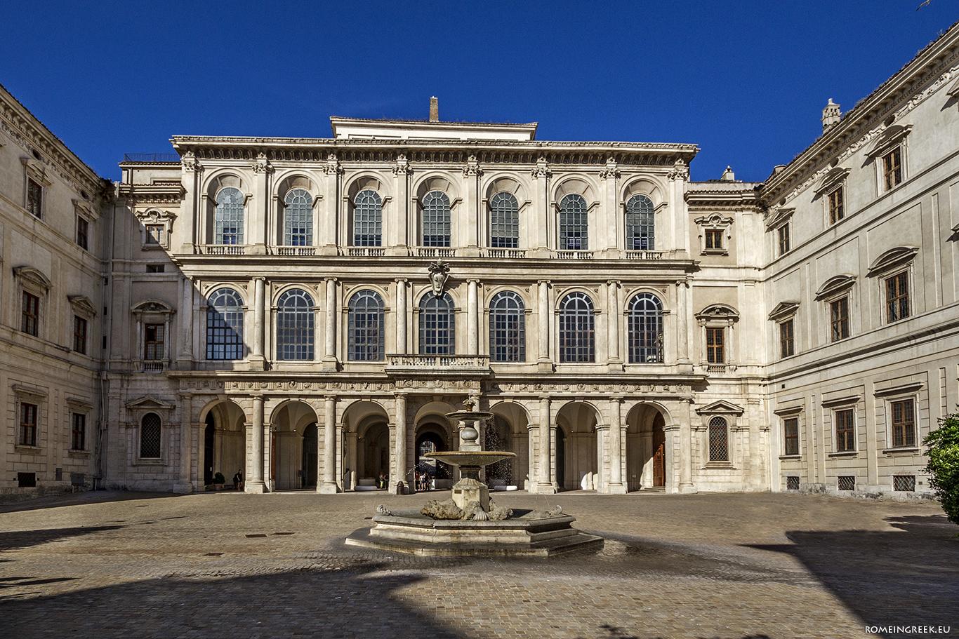 Παλάτσο Μπαρμπερίνι, η σημερινή είσοδος, άλλοτε είσοδος προς τον κήπο.