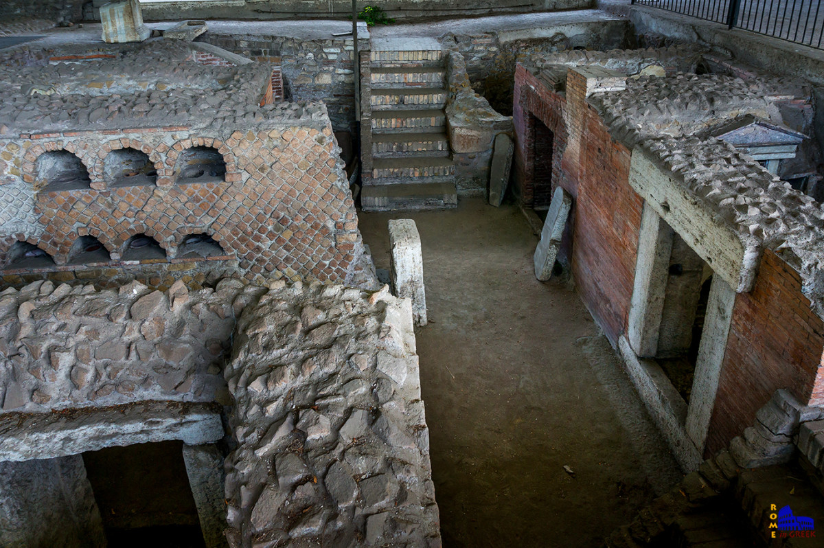 Στο εσωτερικό της νεκρόπολης οι τάφοι τοποθετούνταν αδιάκοπα και χωρίς ιδιαίτερη σχεδίαση του χώρου. Αριστερά ένα κολουμβάριο και δεξιά σειρά τάφων για ενταφιασμό.