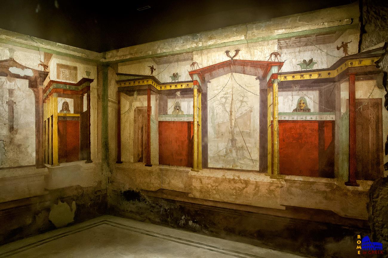 «Δωμάτιο με τις μάσκες»: Οι φωτεινές τοιχογραφίες παρουσιάζουν μια ελληνιστική θεατρική σκηνή προσαρμοσμένη στο νέο διακοσμητικό ύφος της εποχής, όπου στα κεντρικά ανοίγματα απεικονίζονται ναοί και αγροτικά τοπία πλαισιωμένοι από προοπτικές προοπτικές κιονοστοιχιών.