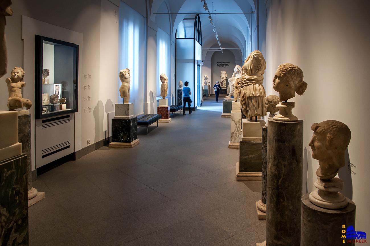 Διαδρομος με αγάλματα από τα αυτοκρατορικά ανάκτορα