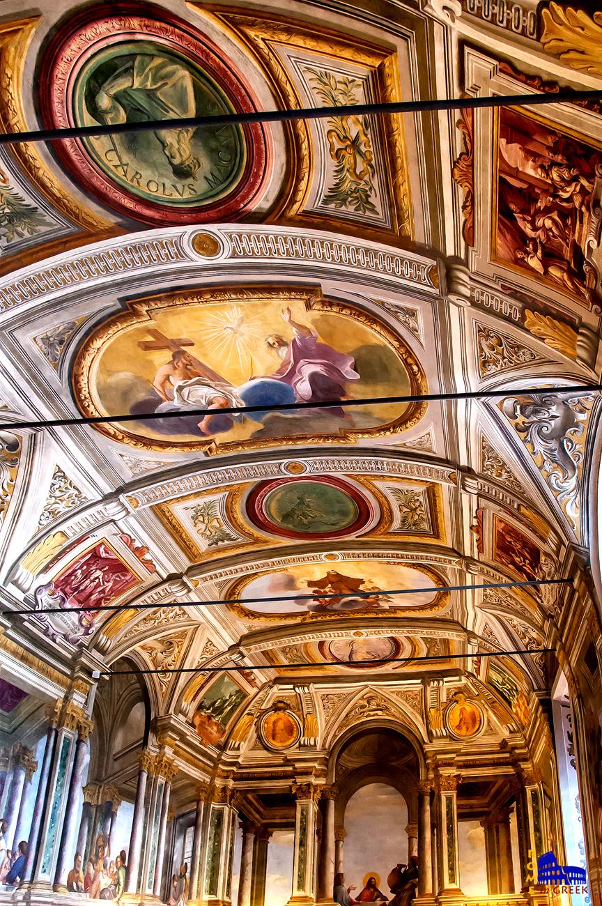 Η οροφή. Παρουσιάζονται ο Χριστός, ο Θεός και πιο πέρα ο ιδρυτής του Τάγματος. Σε πράσινα πλαίσια η αγιοποιημένοι βασιλείς της Γαλλίας. Σε τετράγωνα πράσινα και κόκκινα πλαίσια σκηνές από επεισόδια που αφορούσαν το Τάγμα.