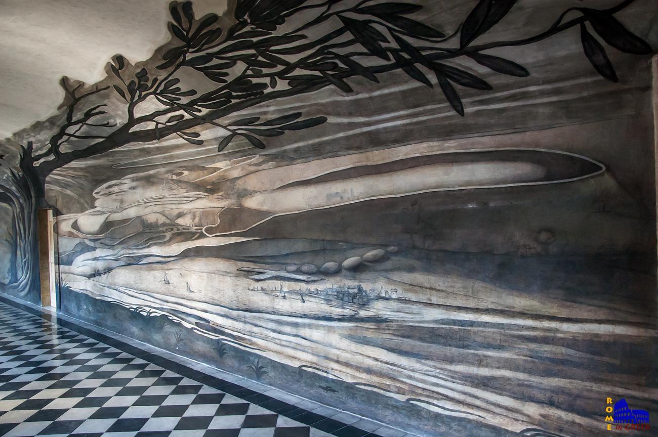Η ίδια τοιχογραφία μετωπικά, παρουσιάζει το Στενό ανάμεσα στην Σικελία και την Καλαβρία.
