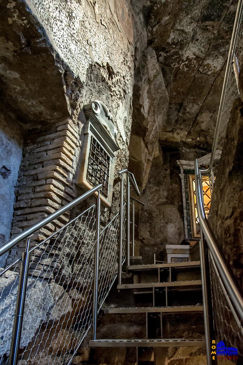 Η σκάλα που οδηγεί στο Tullianum.