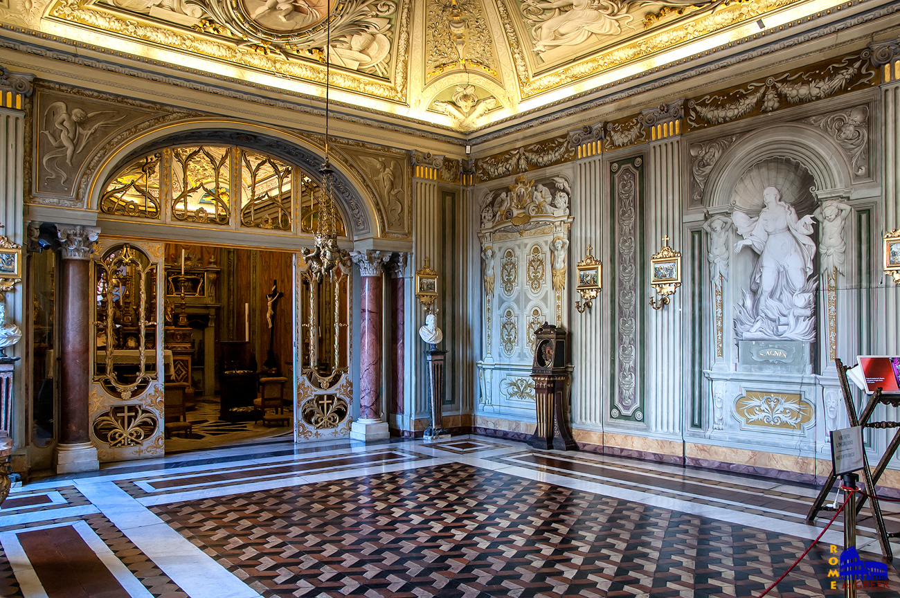 Το ιδιωτικό παρεκκλήσι της οικογένειας, σχεδιασμένο από τον Carlo Fontana.