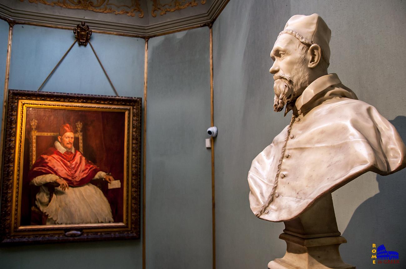 Προτομή του Ιννοκέντιου Ι', έργο του Μπερνίνι. Στο βάθος το πορτραίτο του Βελάθκεθ.
