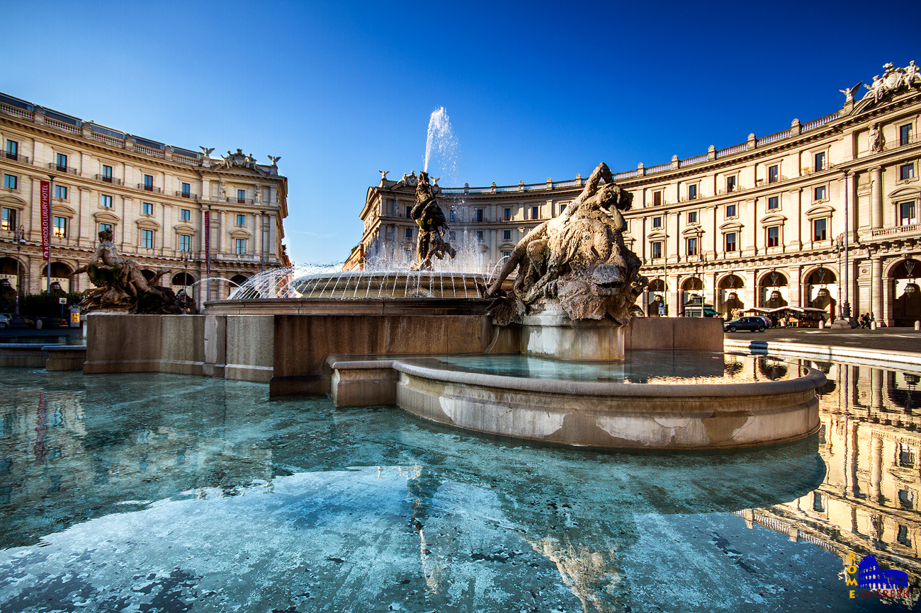 Το συντριβάνι των Ναϊάδων στην piazza della Repubblica (1870). Αρχικά δεν άρεσε στο κοινό και έλαβε το παρατσούκλι «ποικιλία τηγανητών».