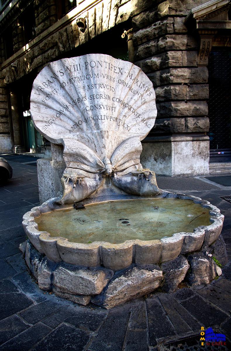 H διάσημη Κρήνη των Μελισσών στην piazza Barberini.