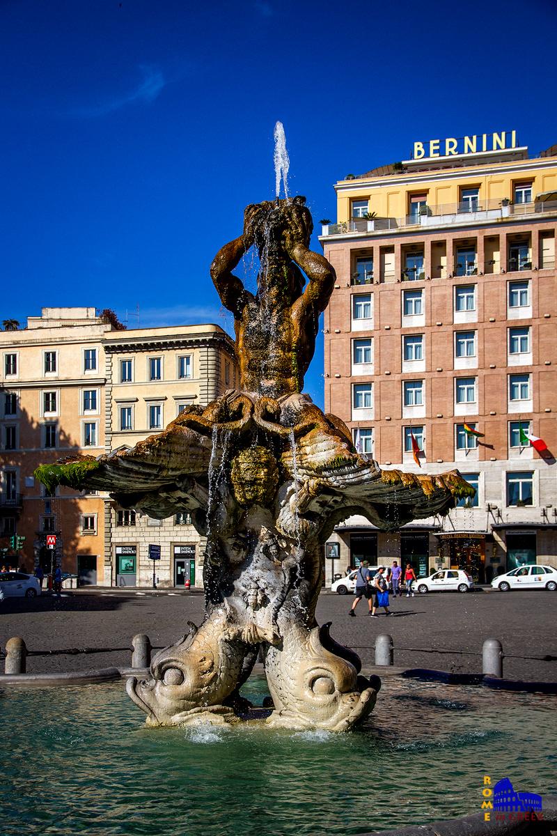 Η Κρήνη του Τρίτωνα στο κέντρο της πολύβουης piazza Barberini. Δημιουργήθηκε για τον Πάπα Ουρβανό Η΄ από τον Bernini το 1642.