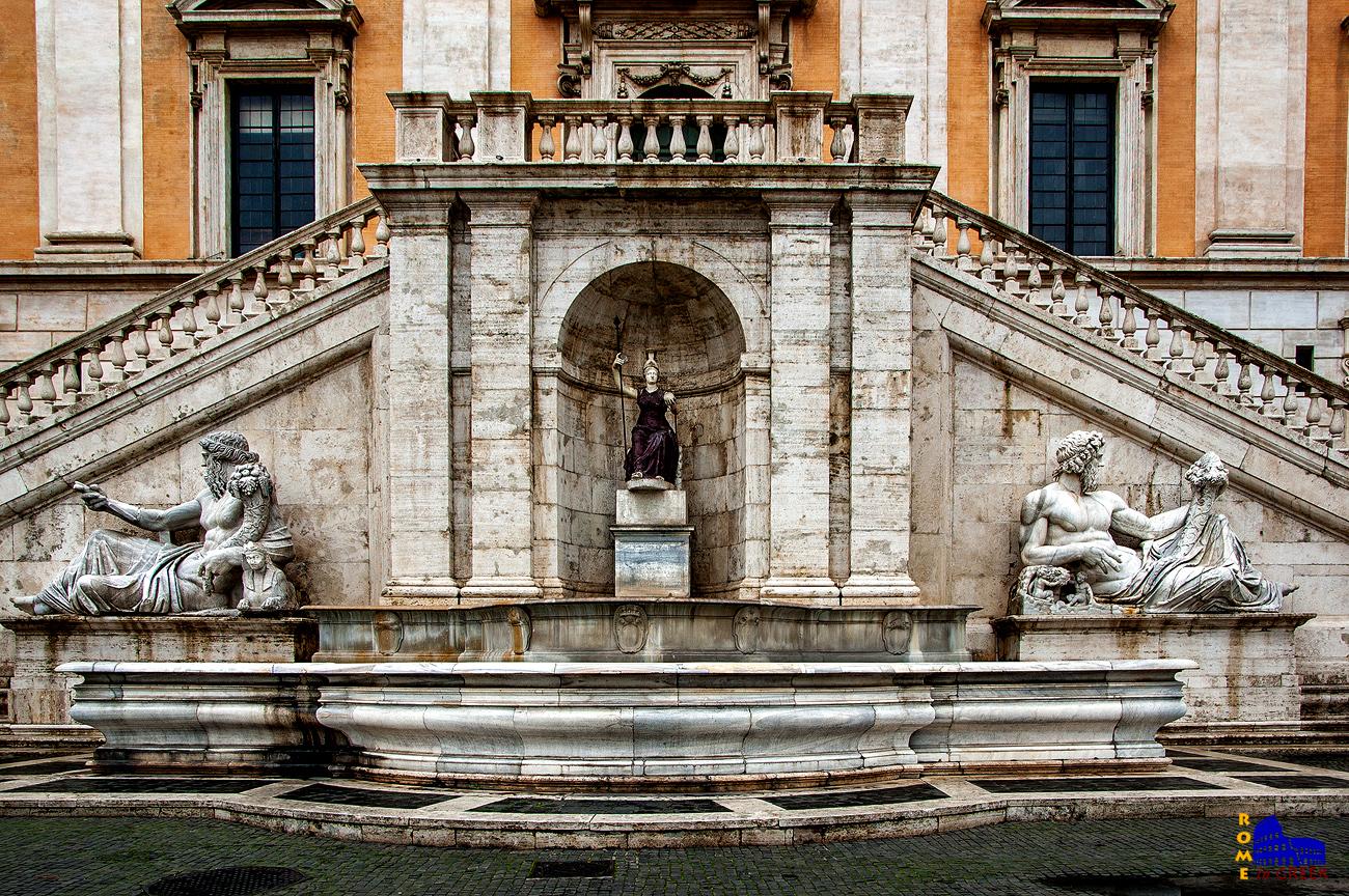 H αλληγορική Κρήνη της θεάς Ρώμης (1593). Στην πραγματικότητα το άγαλμα στο κέντρο είναι η Αθηνά. Αριστερά το άγαλμα του Νείλου, δεξιά αυτό του Τίβερη (αρχικά απεικόνιζε τον Τίγρη αλλά μετατράπηκε σε Τίβερη με την προσθήκη της λύκαινας με τον Ρωμύλο και τον Ρώμο.
