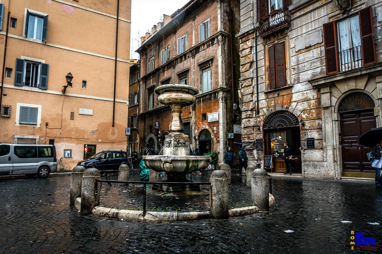 Η μικρή και χαριτωμένη κρήνη της piazza San Simeone κοντά στην piazza Navona (Giacomo Della Porta, 1589)