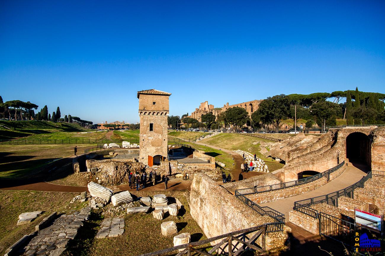 Το τμήμα του ημικύκλιου που αναδείχθηκε και που σήμερα αποτελεί τον αρχαιολογικό χώρο.