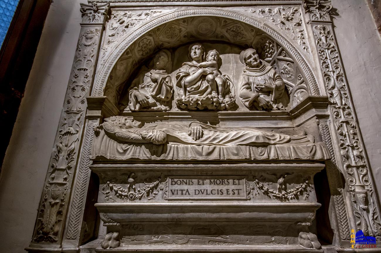 """Το ταφικό μνημείο του Giuliano da Volterra: """"BONIS ET MORS ET VITA DULCIS EST"""" (ΓΙΑ ΤΟΝ ΑΓΑΘΟ ΑΝΘΡΩΠΟ Ο ΘΑΝΑΤΟΣ ΚΑΙ Η ΖΩΗ ΕΧΟΥΝ ΤΗΝ ΙΔΙΑ ΓΛΥΚΥΤΗΤΑ)"""