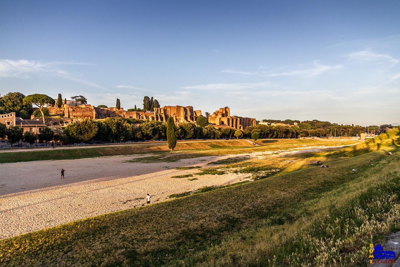 Τα απομεινάρια του Circus Maximus, ένα καλοκαιρινό απόγευμα.