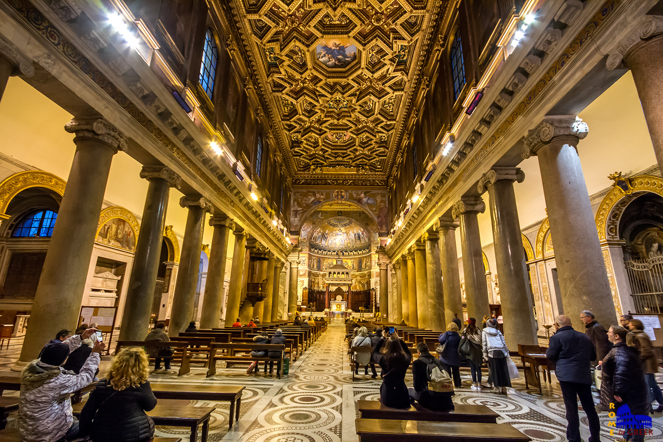 Η οροφή σχεδιασμένη από τον Domenichino. Είναι επίσης ο δημιουργός της «μετάστασης της Θεοτόκου» στο κέντρο.